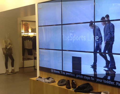 Why the retail industry uses digital signage?